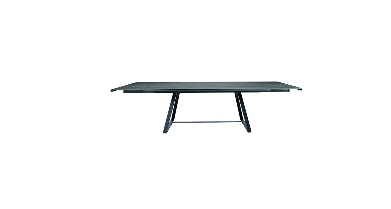 Mesa extensible con estructura de acero y cubierta de vidrio o cristal-cerámico.