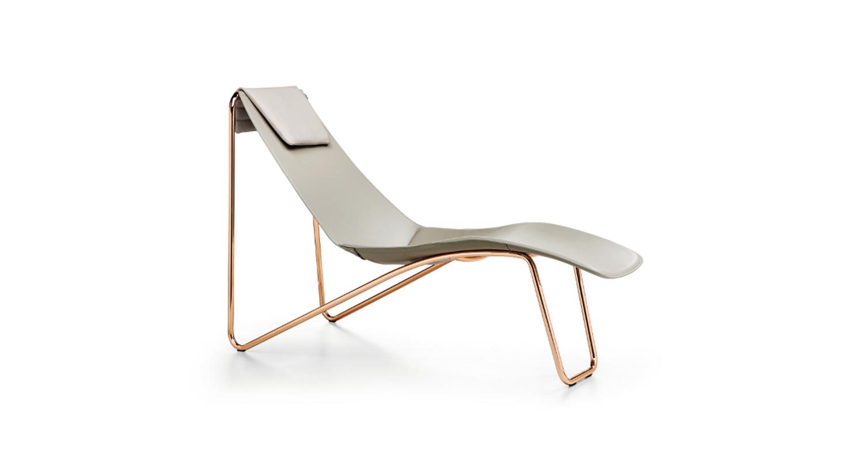 Un diván moderno y elegante para disfrutar de la lectura y el descanso.