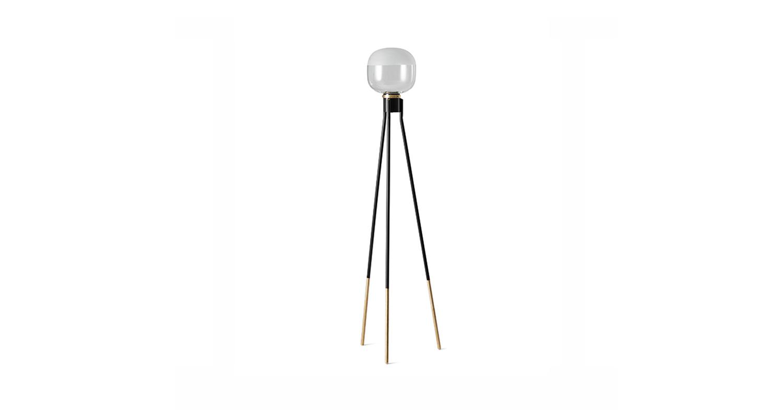 Lámpara de pie con luz difusa. Color negro y transparente.