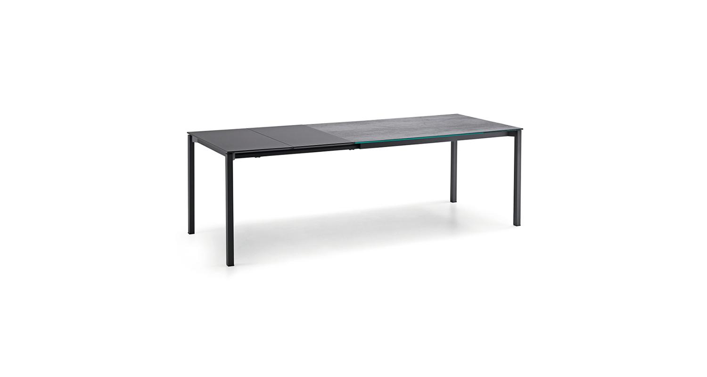 Mesa extensible con base de acero y cubierta de melamina