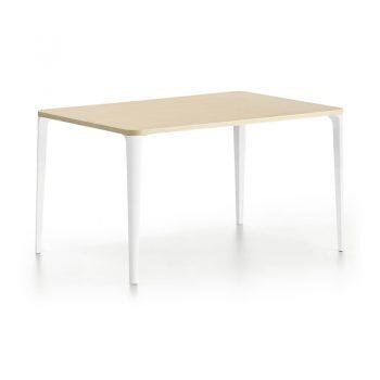 Mesa fija con base de acero y cubierta de melamina.
