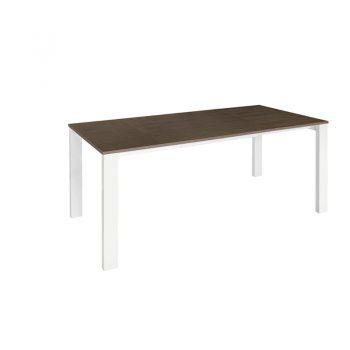 Mesa extensible con estructura de acero y cubierta de melamina
