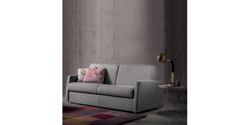 Sofá Cama italiano de 4 cuerpos Spagnol Group en una sala de estar.