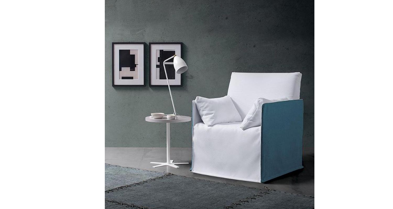 Sofá Cama italiano de 1 cuerpo Spagnol Group en una sala de estar.