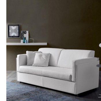 Sofá italiano de 2 cuerpos Spagnol Group en una sala de estar.