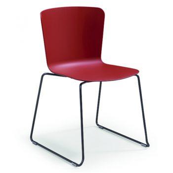 Silla versátil ideal para salas de conferencia. Acabado en polipropileno.