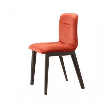 Tres sillas Alice Pop de madera en diferentes colores